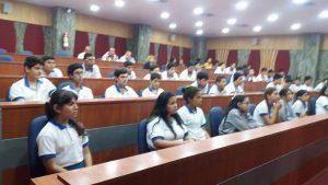 Los estudiantes semilleros de investigación del grupo TICAD en su segundo día de jornada de software libre, recibe visita de la Unidad Educativa Dr. Manuel Elicio Flor, en el auditorio de la UPS sede Guayaquil.